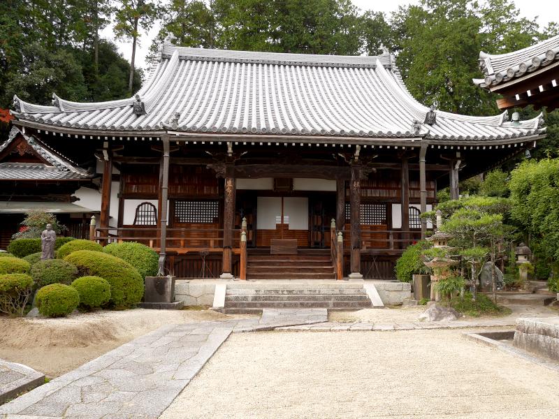 【九品寺】葛城道にある素晴らしい屋根瓦の寺