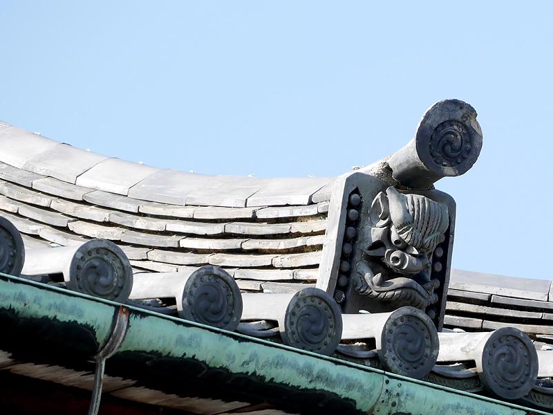 東大門の鬼瓦