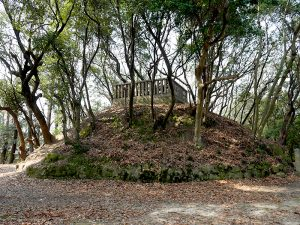 【源氏三代の墓】河内源氏の礎を築いた三代が眠る地の写真