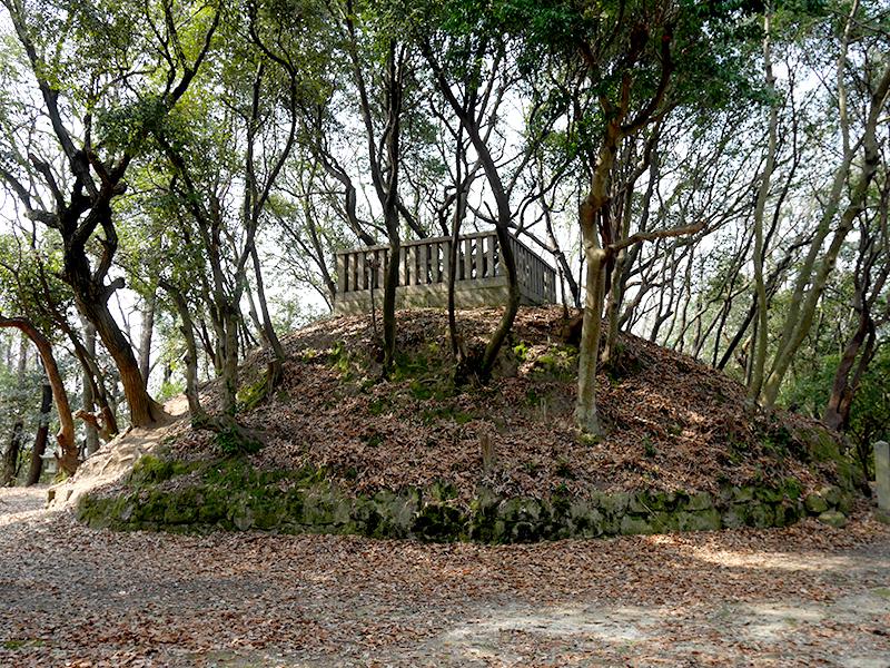 【源氏三代の墓】河内源氏の礎を築いた三代が眠る地