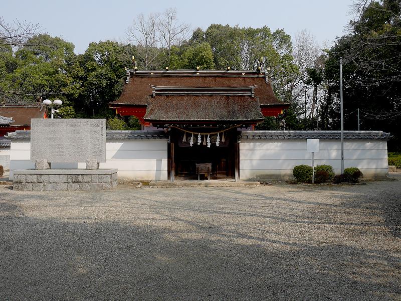 壺井八幡宮の拝殿と本殿